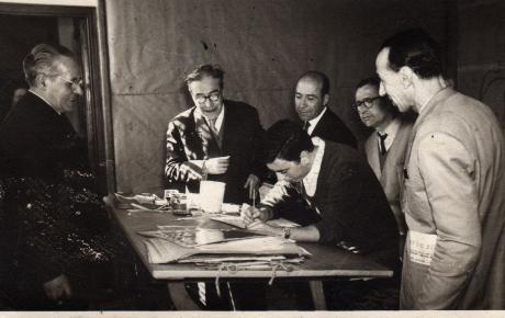 Visita de Josep Pla a la Fàbrica de Tapissos Aymat. A la imatge, al costat de Carles Vergés